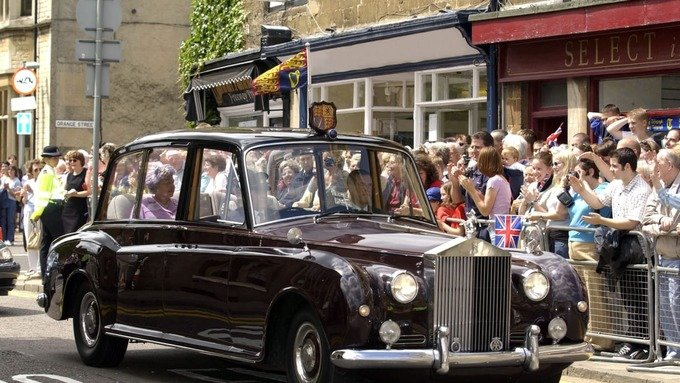 Hoang gia Anh rao ban 8 chiec Rolls-Royce hinh anh 1