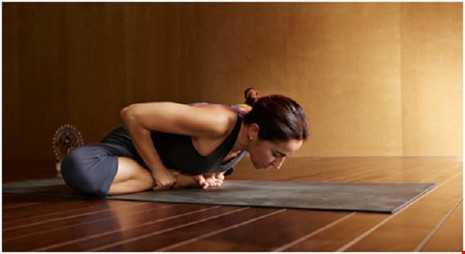 Hoc 6 dong tac yoga tot cho chuyen 'yeu' hinh anh 5