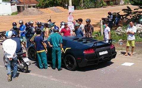 Sieu xe Lamborghini doc nhat Viet Nam dam chet nguoi di bo tren quoc lo: Thong tin moi nhat hinh anh 2