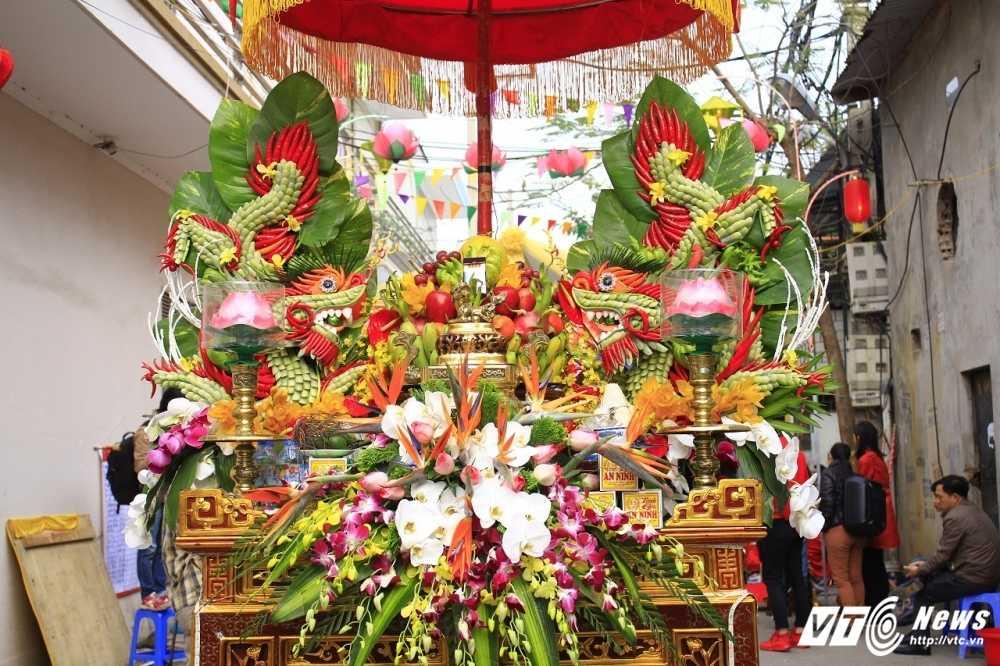 Anh: 'Ong lon' mac 'ao choang' mo mang duoc ruoc khap lang La Phu hinh anh 6
