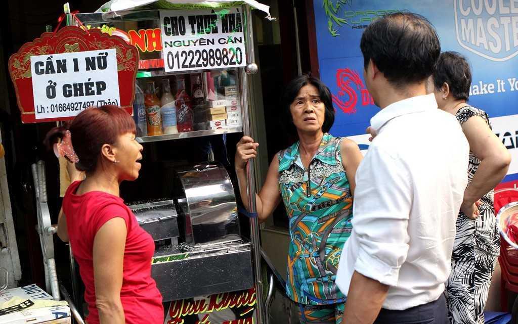 Dep 'cuop' via he o TP.HCM: Chu tich phuong Ben Thanh go cua nhac nho tung ho dan lan chiem hinh anh 7
