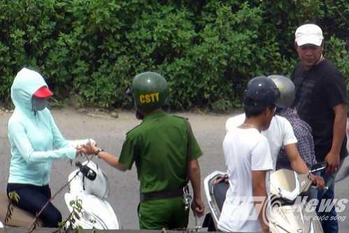 Video: Can canh nhung pha 'co' thi hanh cong vu cung CSGT o Hai Phong hinh anh 1