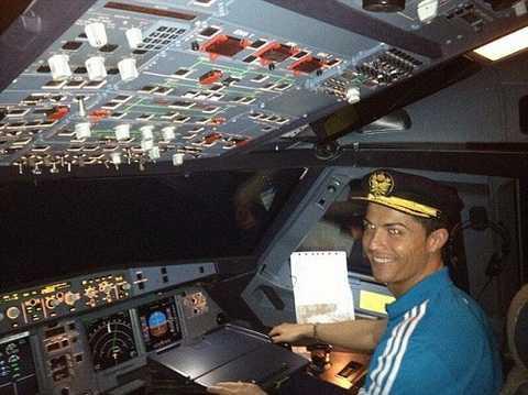 Phi co rieng cua Cristiano Ronaldo gap su co khi ha canh hinh anh 1