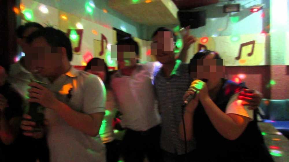 Hat karaoke trong gio lam, 2 lanh dao Ban to chuc huyen uy bi ky luat hinh anh 1