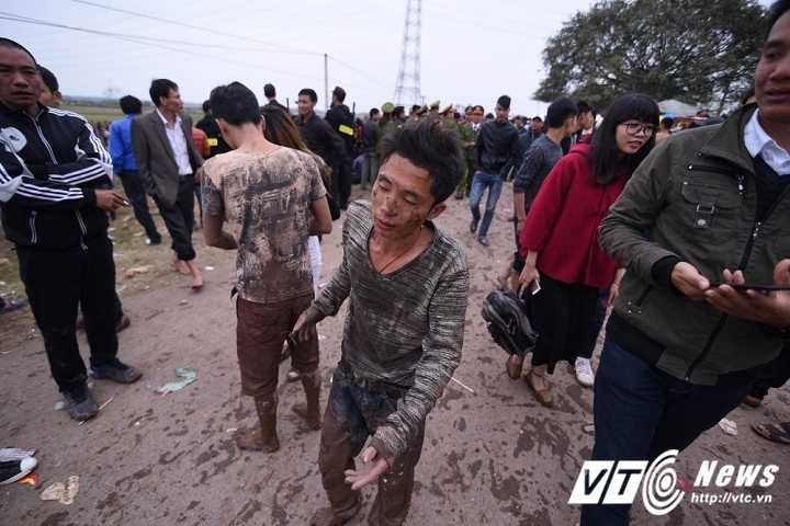 Ao tham mau trai lang trong le hoi cuop phet o Phu Tho hinh anh 9