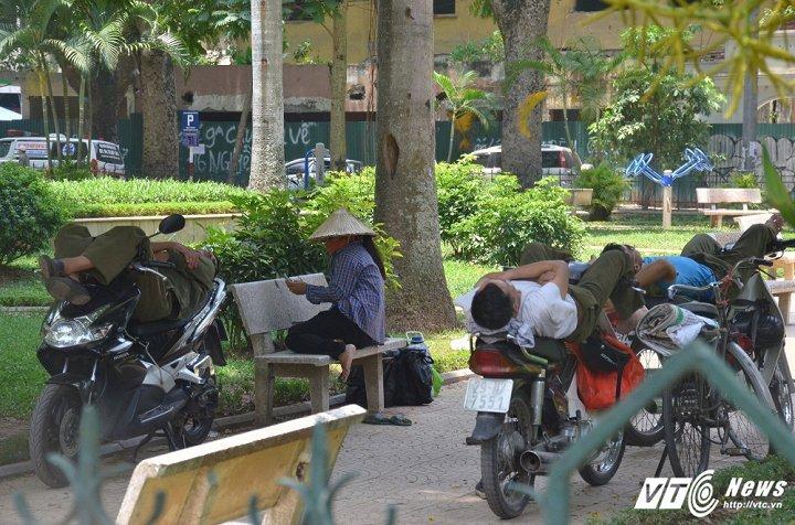 Ha Noi nong cao nhat lich su trong 45 nam: Nguyen nhan do dau? hinh anh 1