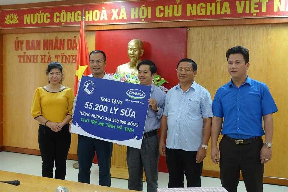 Vinamilk dem sua den voi tre em vung lu tai Ha Tinh va Quang Binh hinh anh 4