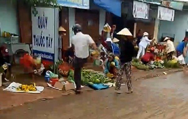 Cong an xa da thau ca cua dan, phai xin loi: Nguyen nhan sau xa nguoi ban hang mac suc lam bay hinh anh 1