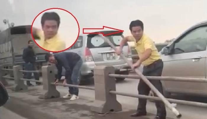 Tai xe o to ngang nhien thao dai phan cach tren cau Thanh Tri de tron CSGT hinh anh 1