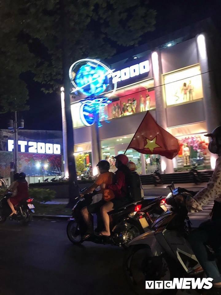 Dan Sai Gon trang dem mung chien thang cua U23 Viet Nam hinh anh 5
