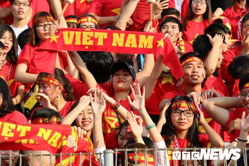 Anh: Nguoi ham mo vo oa khi U23 Viet Nam ghi ban go hoa 2-2 hinh anh 1