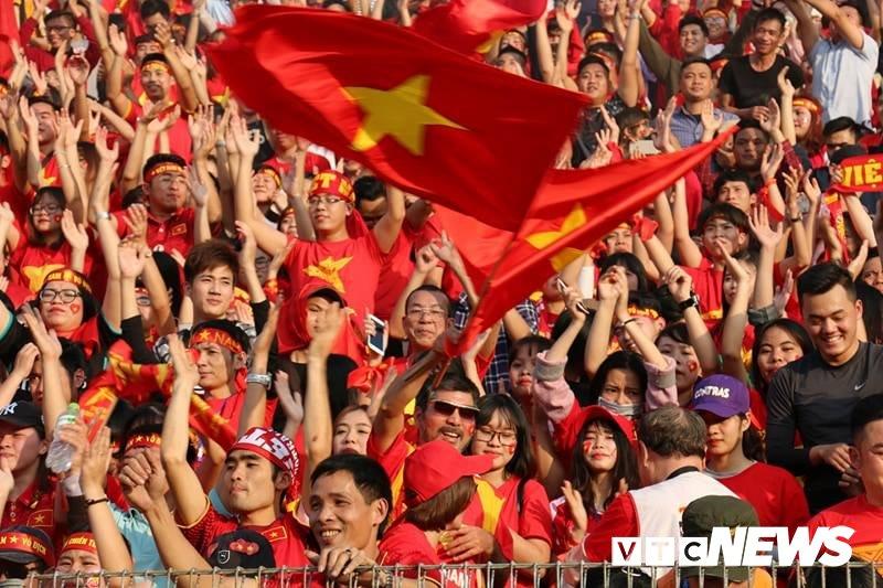 Anh: Nguoi ham mo vo oa khi U23 Viet Nam ghi ban go hoa 2-2 hinh anh 2