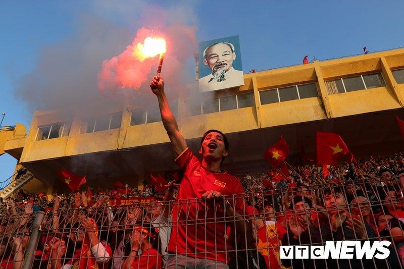 Anh: Nguoi ham mo vo oa khi U23 Viet Nam ghi ban go hoa 2-2 hinh anh 11