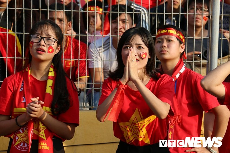 Anh: Nguoi ham mo vo oa khi U23 Viet Nam ghi ban go hoa 2-2 hinh anh 4