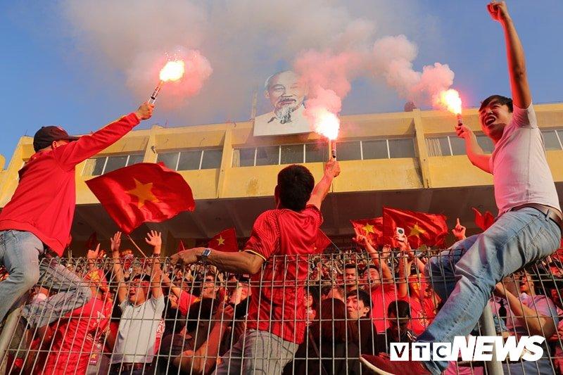 Anh: Nguoi ham mo vo oa khi U23 Viet Nam ghi ban go hoa 2-2 hinh anh 10