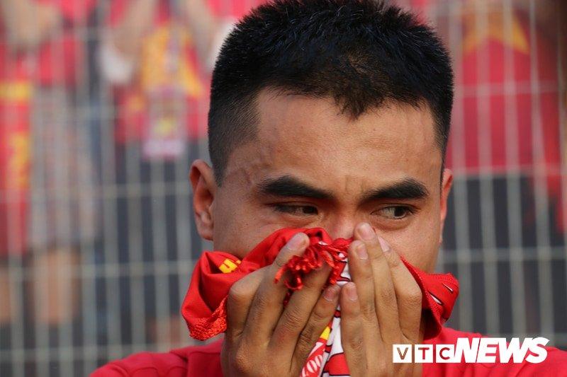 Anh: Nguoi ham mo vo oa khi U23 Viet Nam ghi ban go hoa 2-2 hinh anh 8