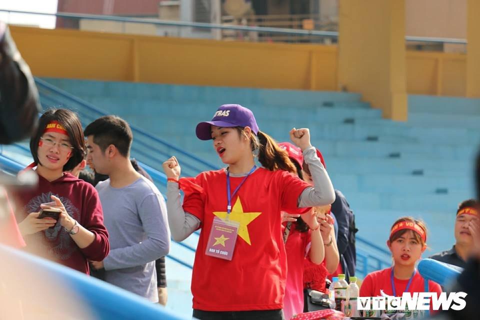 Anh: Sac mau co do sao vang tran ngap pho phuong co vu U23 Viet Nam hinh anh 6