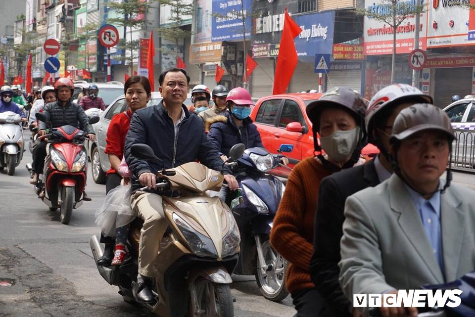 Giao thong Ha Noi 'tang nhiet' ngay cuoi ky nghi Tet Nguyen dan hinh anh 8