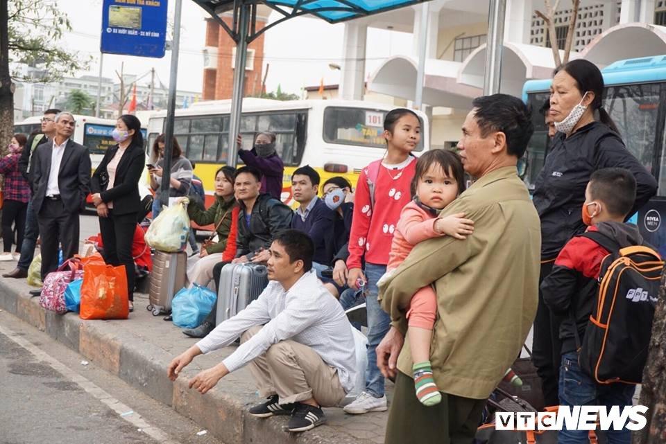 Giao thong Ha Noi 'tang nhiet' ngay cuoi ky nghi Tet Nguyen dan hinh anh 6