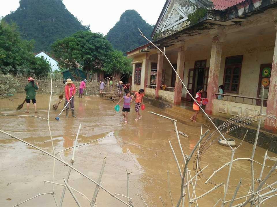 Quang Binh mien, giam 5 nam hoc phi cho hoc sinh vung lu hinh anh 1