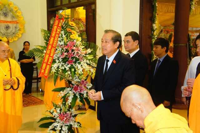 Pho Thu tuong Truong Hoa Binh vieng co Hoa thuong Thich Chon Thien hinh anh 2