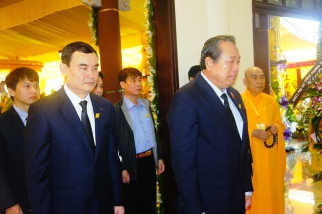Pho Thu tuong Truong Hoa Binh vieng co Hoa thuong Thich Chon Thien hinh anh 1