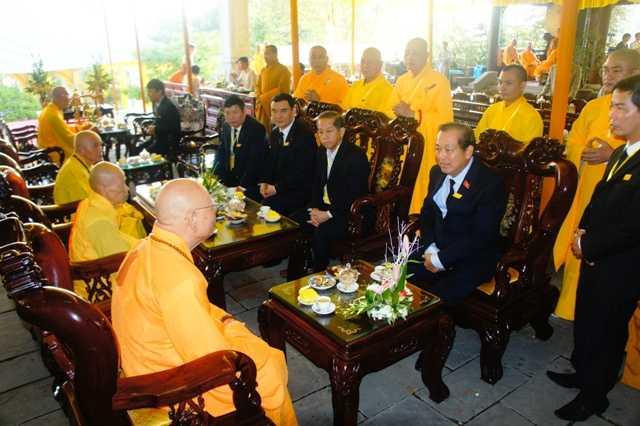 Pho Thu tuong Truong Hoa Binh vieng co Hoa thuong Thich Chon Thien hinh anh 4