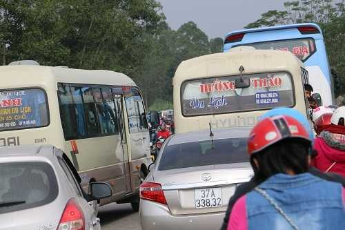 Van nguoi do ve canh dong hoa huong duong, duong Ho Chi Minh tac nghen hinh anh 3