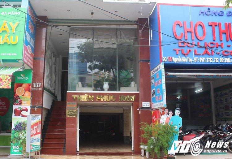 Khach san 5 tang o Da Nang boc chay, nhieu nguoi hoang loan thao chay hinh anh 1