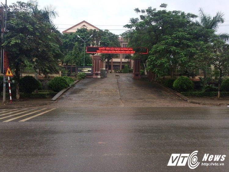 Quang Tri: Bao so 10 sap do bo, Pho chu tich huyen van vo tu dan doan di 'tham quan' hinh anh 1