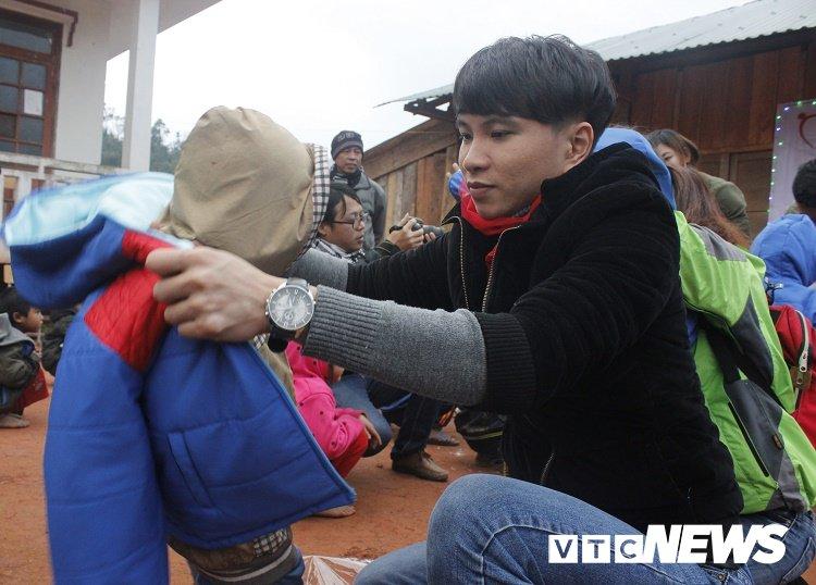 Anh: Nguoi Ma Coong quan chan bong tranh gia ret khi ra duong hinh anh 11