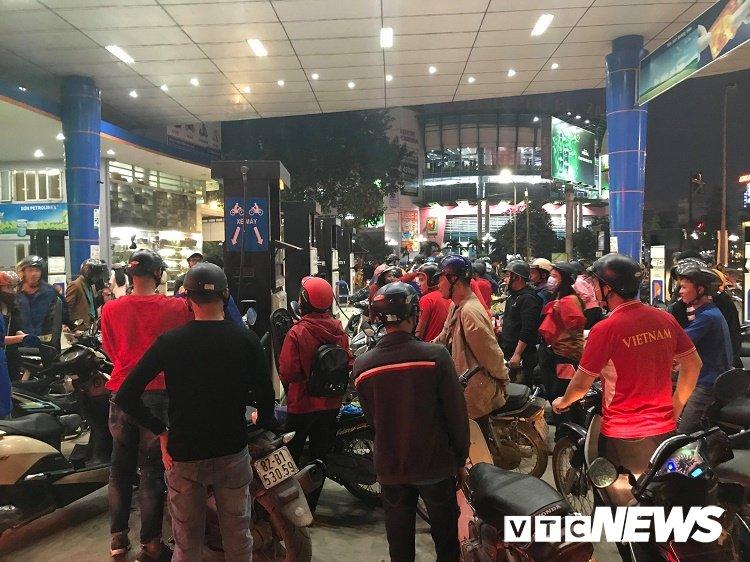 Anh: Dan Hue - Da Nang do ra duong mung chien thang chan dong cua U23 Viet Nam hinh anh 3