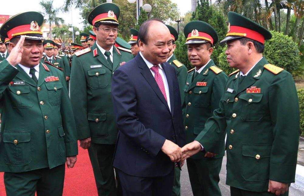 Thu tuong Nguyen Xuan Phuc tham, lam viec tai Quan khu 5 hinh anh 1