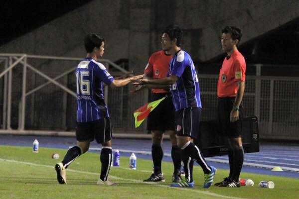 Cong Phuong ra san da chinh, Mito Hollyhock thang dam Kanazawa hinh anh 4