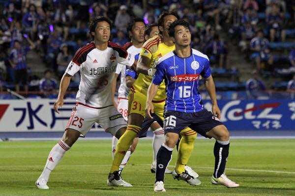 Cong Phuong ra san da chinh, Mito Hollyhock thang dam Kanazawa hinh anh 2