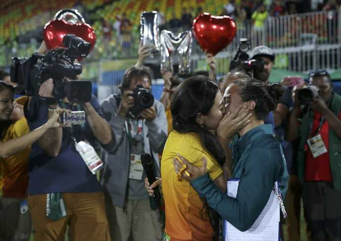 Olympic Rio 2016: Nu giam doc cau hon lang man nguoi tinh dong tinh hinh anh 3