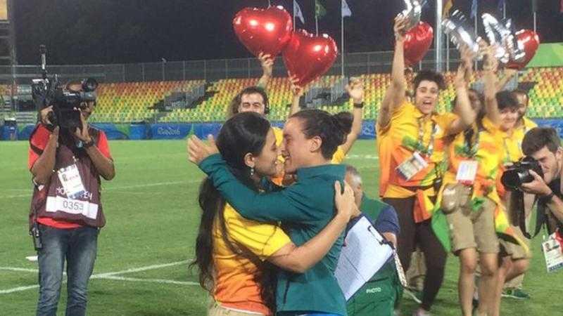 Olympic Rio 2016: Nu giam doc cau hon lang man nguoi tinh dong tinh hinh anh 1
