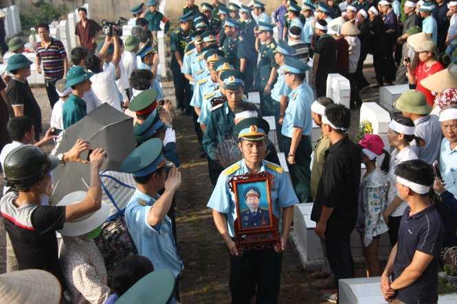 Truy tang phi cong Tran Quang KhaiHuan chuong bao ve To quoc hinh anh 2