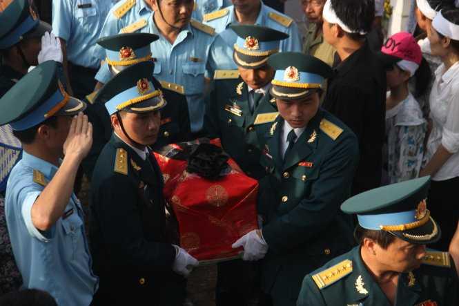 Truy tang phi cong Tran Quang KhaiHuan chuong bao ve To quoc hinh anh 1