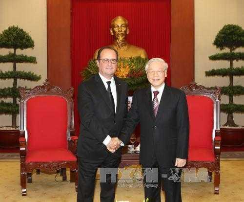 Tong Bi thu Nguyen Phu Trong tiep Tong thong Phap Francois Hollande hinh anh 1