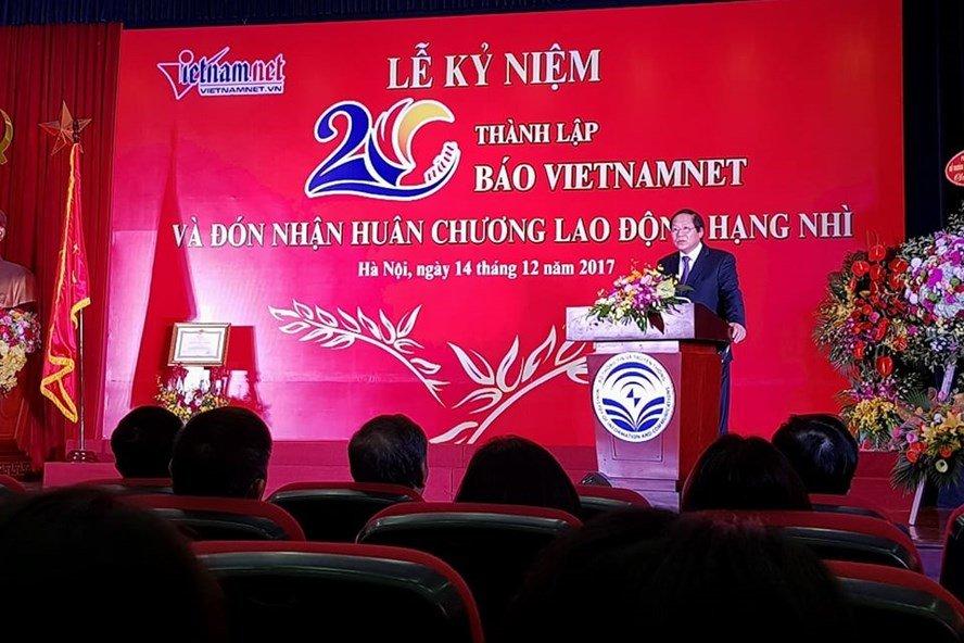 Bao VietNamNet don nhan Huan chuong Lao dong hang Nhi hinh anh 1
