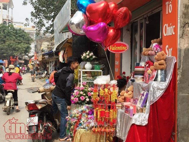 Sat sat Tet Nguyen dan, thi truong qua Valentine am dam hinh anh 1