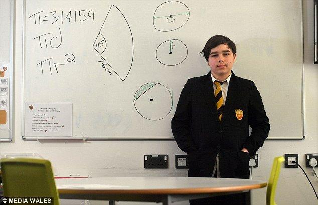 Nam sinh 12 tuoi co IQ cao hon Stephen Hawking va Albert Einstein hinh anh 1