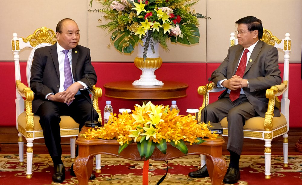Thu tuong Nguyen Xuan Phuc gap Thu tuong Lao ben le Hoi nghi MRC hinh anh 2