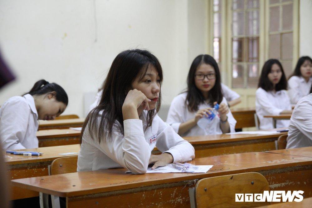 Sang nay, hon 900.000 thi sinh du thi mon Ngu van ky thi THPT Quoc gia 2018 hinh anh 16