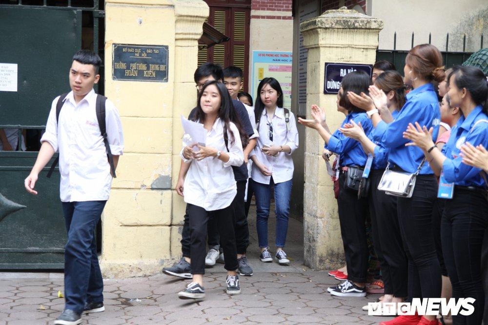 'Chiec thuyen ngoai xa' vao de thi Van THPT Quoc gia 2018, thi sinh than dai va kho hinh anh 5