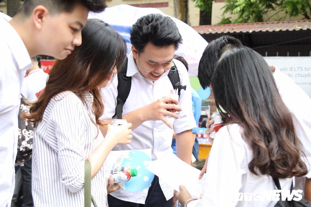 'Chiec thuyen ngoai xa' vao de thi Van THPT Quoc gia 2018, thi sinh than dai va kho hinh anh 1