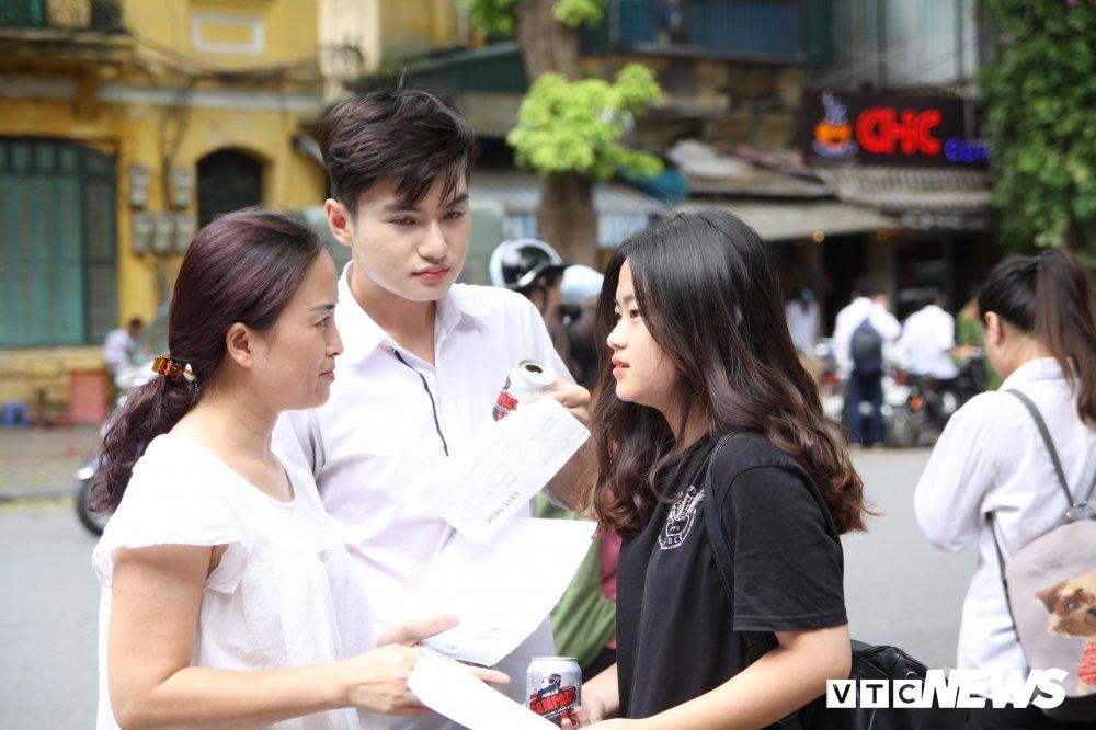 'Chiec thuyen ngoai xa' vao de thi Van THPT Quoc gia 2018, thi sinh than dai va kho hinh anh 9