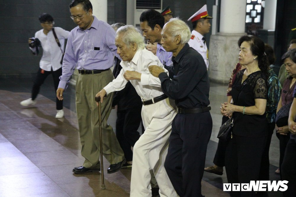 Anh: Lanh dao, nguyen lanh dao Dang, Nha nuoc xuc dong tien biet GS Phan Huy Le hinh anh 19