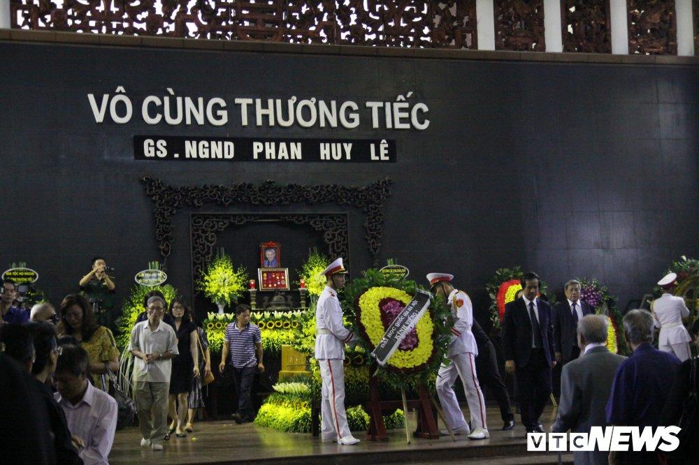 Anh: Lanh dao, nguyen lanh dao Dang, Nha nuoc xuc dong tien biet GS Phan Huy Le hinh anh 17